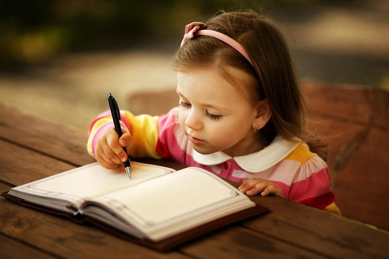 ¿Cómo apoyo a mis hijos con el aprendizaje de leer y escribir?